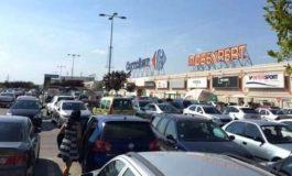 ACUM ! ALERTĂ la Carrefour Pitesti VALIZĂ SUSPECTĂ ÎN PARCARE