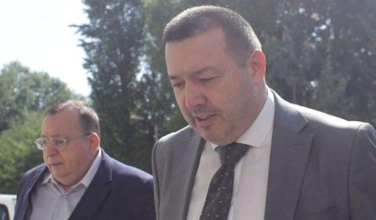 """""""Deputatul mitralieră"""", Cătălin Rădulescu o """"mitraliază"""" pe jurista Poliţiei Argeş : 'O fac şi nesimţită şi fac şi plângere'"""
