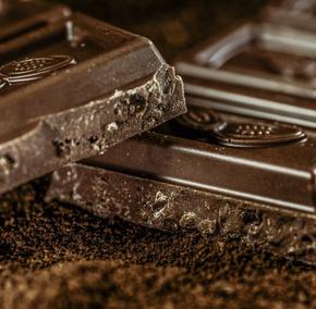 Consumul de ciocolată neagră reduce stresul şi inflamaţiile