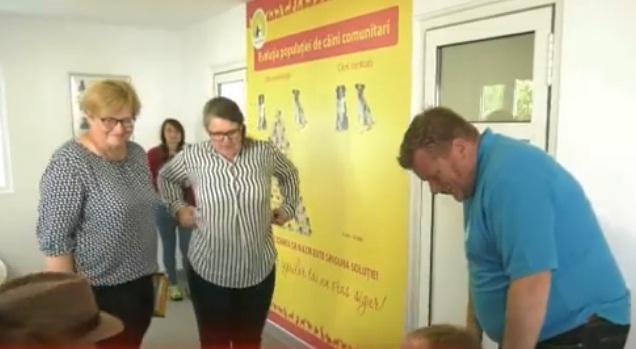 Parlamentarii germani au verificat adăposturile de câini din Câmpulung NU E DE BINE !