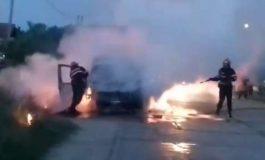 VIDEO O maşina a ars ca torţă in Argeş ! Flacarile au distrus complet autoturismul