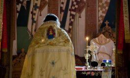 VIDEO HALUCINANT ! Miri şi nuntaşi daţi afară de un preot BEAT - A închis biserica şi s-a culcat în altar