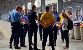 """Regimul Dragnea in acţiune ! Opt politisti si gărzi de corp au navalit peste o tanara care strangea semnaturi pentru """"Fara penali in functii publice"""""""