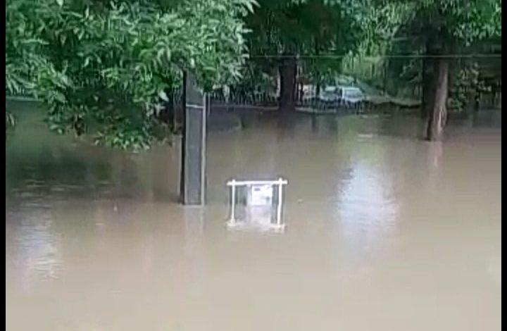 VIDEO ACUM! Inundații în Argeş – DN73 acoperit de ape! Pompierii intervin de urgență