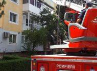 ACUM! Apartament în flăcări ! Intervin pompierii