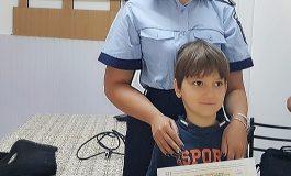Copiii de la centrul din Nucşoara au primit vizita poliţiştilor argeşeni - CE SFATURI LE-AU DAT OAMENII LEGII