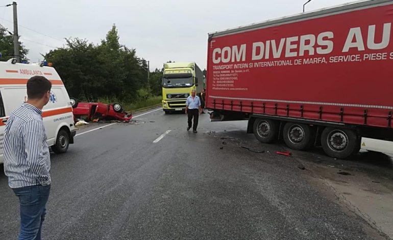 GALERIE FOTO Un şofer de TIR din Argeş a omorât o femeie într-un grav accident rutier