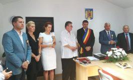 Caz unic în România ! Un primar şi-a acordat singur titlul de Cetăţean de Onoare al comunei - El a şi plâns de emoţie