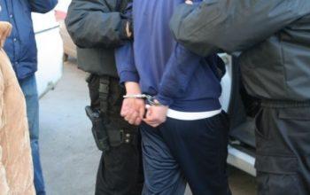 Tânăr din Merişani reţinut de poliţişti ! Bănuit de ameninţare şi tentativă de tâlhărie.