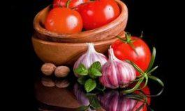 Salată de roşii: 3 reţete sănătoase şi delicioase