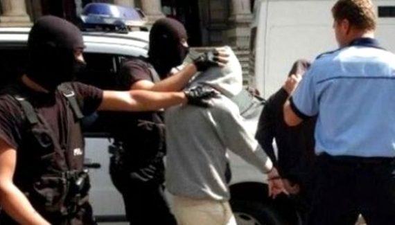 Argeşean trimis în judecată după ce a şantajat două minore de 15 ani cu fotografii indecente
