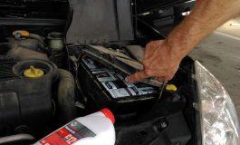 NOUA METODA ! Cu ţigările de contrabandă în motorul masinii GALERIE FOTO