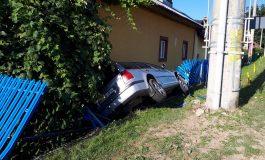 ACCIDENT SPECTACULOS! Minor beat a plonjat cu masina intr-o casa