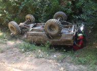 Copil de 4 ani prins sub un SUV răsturnat