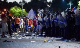 Laurenţiu Cazan, cel care a coordonat jandarmii la mitingul din 10 august, îl contrazice pe şeful Brigăzii Speciale: Presa să stea în spatele jandarmilor, în siguranţă