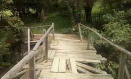 ARGEŞENII SESIZEAZĂ! La Brădet primarul nu vrea să repare un pod care pune in pericol viaţa satenilor