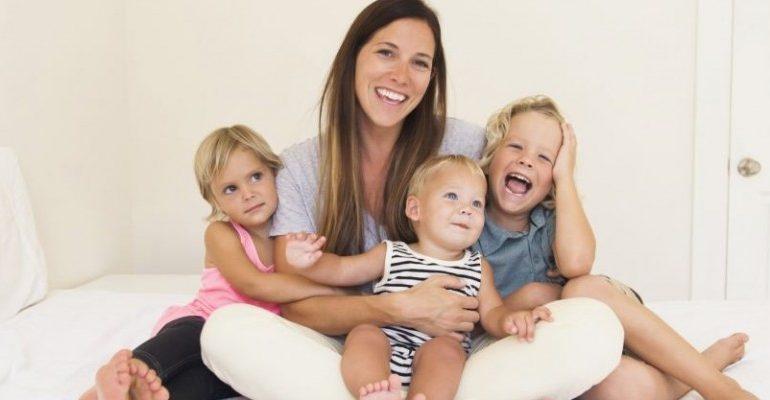 Femeile cu cel puțin trei copii vor putea ieși la pensie cu câțiva ani mai devreme