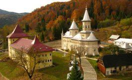 Accident cumplit lângă o mănăstire din judeţul Neamţ. Un bărbat a murit după ce a căzut într-o râpă, iar fiul său a fost grav rănit