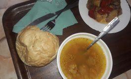 ARGEŞENII SESIZEAZĂ ! Pâine mucegăită şi ciorbă de aţe în restaurantele din Curtea de Argeş