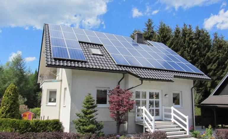 DE INTERES ! Românii pot cere bani de la stat, pentru a-și lua panouri solare electrice, până în toamnă