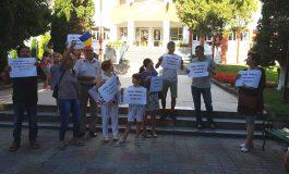 Protest în faţa primăriei Curtea de Argeş - FĂRĂ PENALI şi INCULŢI ÎN FUNCŢII PUBLICE