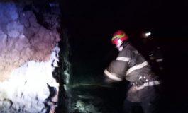 Azi noapte, o casă a ars din temelii in Argeş