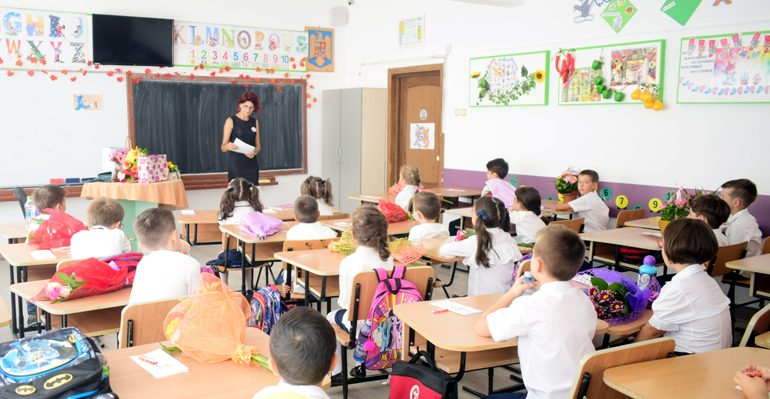 Începe ŞCOALA FĂRĂ AVIZE. Peste o sută de unităţi de învăţământ din Argeş fără autorizaţii şi avize