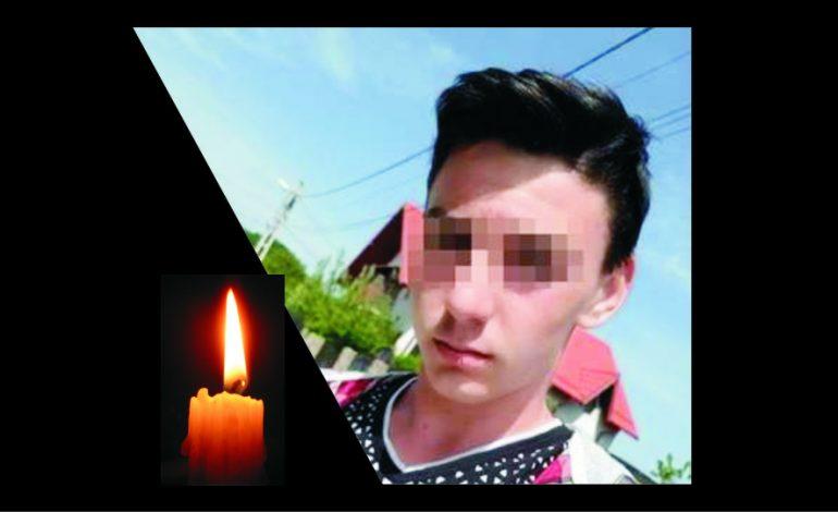 Fabian Măndiţă, tânărul de 16 ani mort în lacul Marina, va fi înmormîntat astăzi