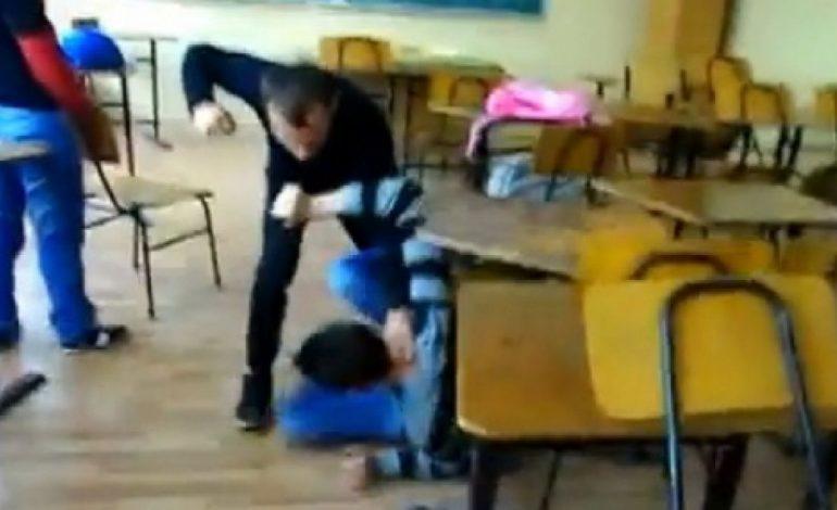 VIDEO ! În şcolile din Argeş jocuri periculoase şi… tutun sub ochii profesorilor ! CINE MAI SUPRAVEGHEAZA COPIII ?