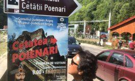 """Asa se face turism in Argeş: la Cetatea Poienari, turiştii străini se uita """"ca curca-n lemne"""""""