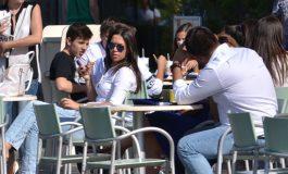 In Argeş, prima zi de școală pe băncile...teraselor! ELEVII şi PROFESORII colegi de banci