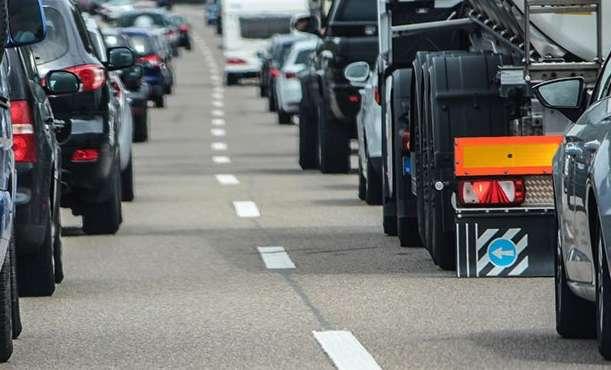 ARGEŞENII RECLAMĂ ! Unde sunt poliţiştii cand traficul este infernal ? Balamuc zilnic lângă licee