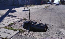 ARGESENII SESIZEAZA, PRIMĂRIA TACE ! Pericol major pe strada Victoriei