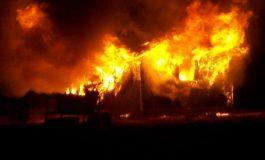 ACUM! Incendiu puternic la Mușătești - Arde o vilă