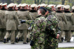 Condiții pentru pensionarea la limită de vârstă a polițiștilor și militarilor