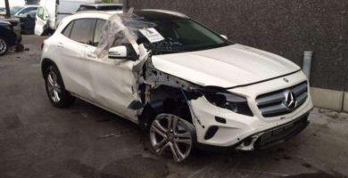 Pentru că şi-a distrus maşina pe străzile regale, o argeşeancă a dat în judecată Primăria şi-i cere 50.000 Euro daune