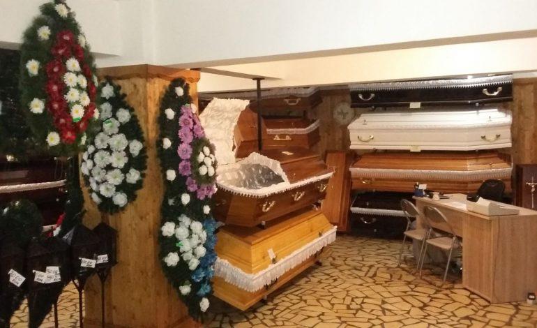 Când moartea aduce bani frumosi ! Firmele de pompe funebre anunță profituri record – In Argeş, afacerea duduie mai ceva ca florariile