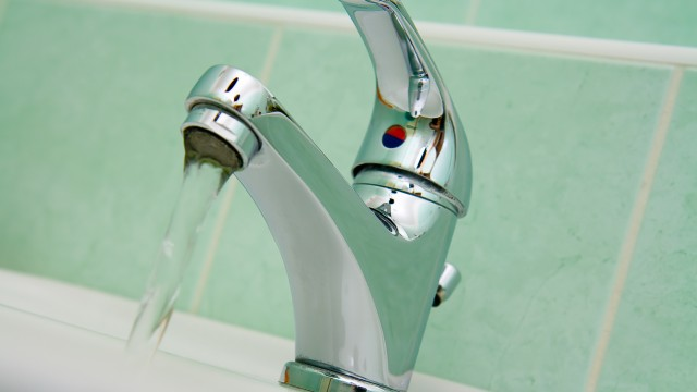 CADOU DE MOŞ CRĂCIUN de la slugile PSD: Scumpirea apei cu 30% la Curtea de Argeş – VEZI TARIFELE IN TOATĂ ŢARA