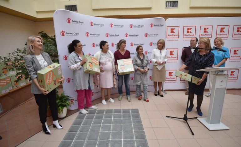 DE AZI, viitoarele mame din PITESTI primesc GRATUIT CUTIA cu lucruri necesare în primele zile de viață ale copilului – proiectul Primul Zambet: Kaufland Romania si Salvati Copiii