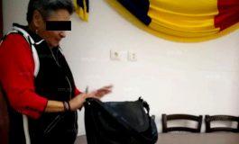 CU GĂLEATA !!! În numele unei firme din Argeş, o femeie a fraierit zece primari !