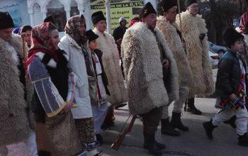 """Festivalul de datini și colinde ,,Florile dalbe""""a ajuns la Curtea deArgeș"""