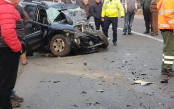 FOTO VIDEO Accident grav cu 2 morti la Curtea de Arges - Impact intre masina de gunoi si autoturism