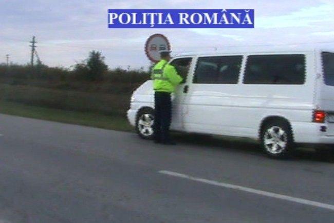 """S-A LĂSAT CU AMENZI ! Poliţiştiiau dat """"iama"""" printre operatorii de transport persoane şi marfă"""