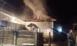 A fost prăpăd, azi noapte! Au ars două case, femeie carbonizată !