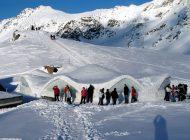 ZĂPADĂ DE UN METRU LA MUNTE ! Trasee montane închise în Munţii Făgăraş, risc de avalanșă