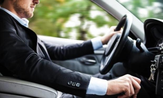 Record mondial! Bărbat, prins de 35 de ori conducând fără permis