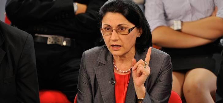 Surprinderea Ecaterinei Andronescu vis a vis de cererea de reexaminare a Legii Educației