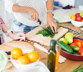 Gătitul acasă – câţi bani economiseşti