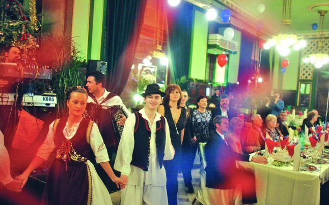 Reclamații în lanț în Argeş, după Revelionul petrecut la restaurantele din judeţ CE RESTAURANTE AU RECLAMAT ARGEŞENII