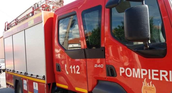 ACUM ! Pompierii intervin în centrul Curţii de Argeş, la o casă de pe bulevard